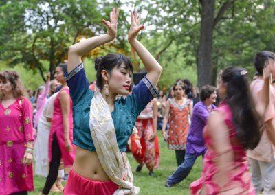 MoW! de Sinha Danse flashmob bollywood Parc La Fontaine Montréal