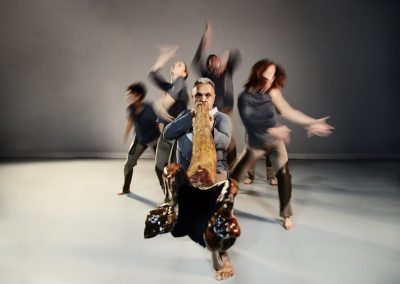 Roger Sinha and dancers @VitorMunhoz